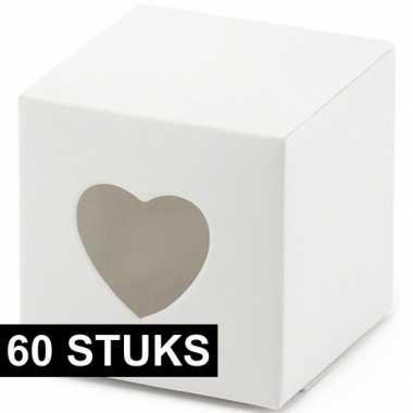 60x bruiloft/huwelijk bedankjes doosjes wit/hart 6 cm