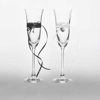 Bruiloft champagneglazen met lintjes