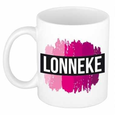 Naam cadeau mok / beker lonneke met roze verfstrepen 300 ml