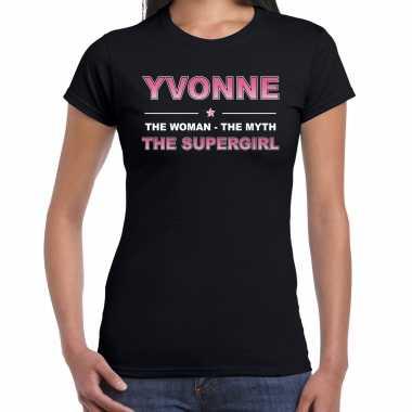 Naam cadeau t-shirt / shirt yvonne - the supergirl zwart voor dames