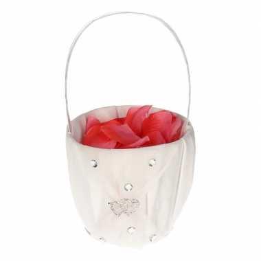 Strooimandje met hartjes inclusief roze rozenblaadjes