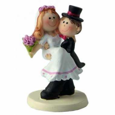 Trouwfiguurtje bruid in de armen