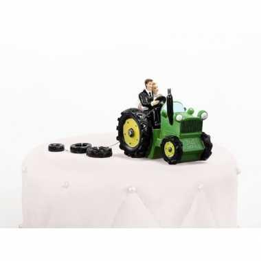 Trouwfiguurtje bruidspaar op tractor 11 cm