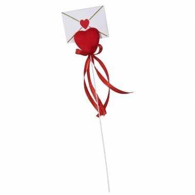 Valentijn - hartje op stok met enveloppe kaartje voor valentijn
