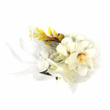 Witte haarbloemen met klem