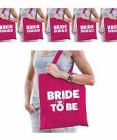 Pakket vrijgezellenfeest dames tasjes goodiebag 1x bride to be roze 5x bride squad roze